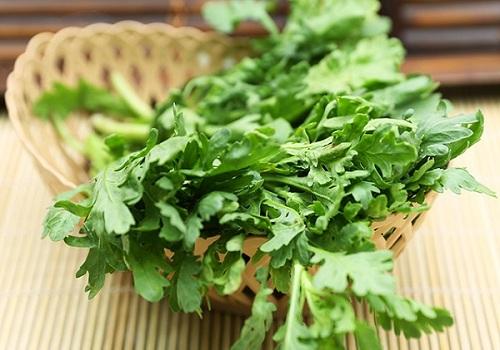 10 món ăn chữa bệnh từ rau cải cúc